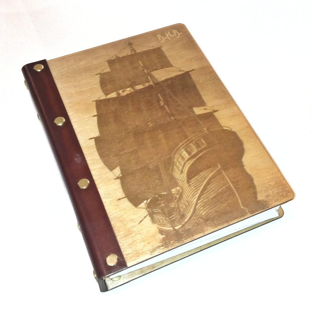 Деревянный блокнот в кожаном переплете